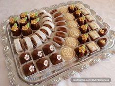 sitni kolaci — Coolinarika Eid Sweets, Arabic Sweets, Arabic Food, Fancy Cakes, Mini Cakes, Eid Biscuits, Fancy Biscuit, Tunisian Food, Charcuterie Recipes