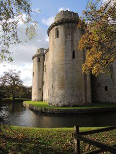 Discover the world through photos. Castle Season, Somerset, United Kingdom, Places To Go, Europe, Island, Mountains, Landscape, Travel
