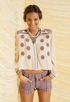 Very cute tribal inspired outfit for spring! Lovely little shorts, comfy peasant style blouse and gorgeous layered necklaces. Hippie Style, Bohemian Style, Boho Chic, Love Fashion, Fashion Beauty, Fashion Outfits, Fashion Trends, My Unique Style, Style Me