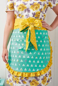 Christmas apron sewing pattern (plus a recipe for Christmas cookies!) in Mollie Makes 60