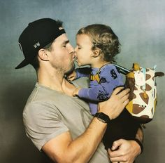 Stephen Amell's Daddy-Daughter Poolside Photo is Too Precious