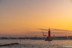 写真 横浜北水堤灯台 202001 横浜の海を守る灯台の兄弟