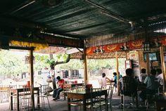 ニャウンウーのローカル食堂