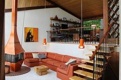mid-century-living-room-with-freestanding-fireplace source: http://retrorenovation.com/2013/05/07/retro-ski-chalet-decor/