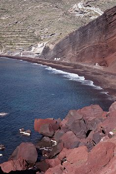 Santorini in winter: visiting the Red Beach - One Quarter Greek Red Beach Santorini, Santorini Greece, Beach Aesthetic, Travel Aesthetic, Archaeological Site, Most Visited, Some Pictures, Weekend Getaways, Travel Ideas
