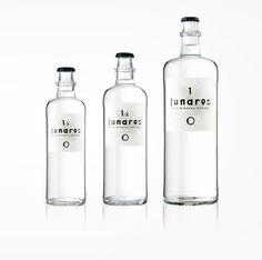Isidro Ferrer imagen gráfica para agua mineral. Agua de Lunares | Etiquetas y logotipo | Experimenta