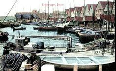 """Fint kolorert kort fra Tyskebryggen med seilskuter, bl.a. """"Terje Viken"""" nærmest. Utg: Mittet"""