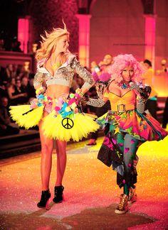 Nicki Minaj at the Victoria Secret fashion show! Custom by Todd Thomas for Victoria's Secret runway show. Nicki Minaj Music, Nicki Minaj Videos, Nicki Minaj Barbie, Nicki Minaj Pictures, Emo, Nicki Minaj Outfits, Dolly Fashion, Pink Fashion, Erin Heatherton
