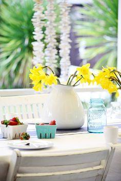 beach cottage daffodils