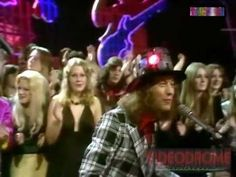 ▶ SLADE - Merry Xmas Everybody..... Reminds me of Christmas in the UK.