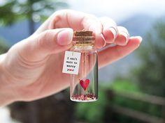 I can't wait to marry you! Te quiero. Mensaje en una botella. Miniaturas. Regalo personalizado. Divertida postal de amor. de EyMyMessage en Etsy