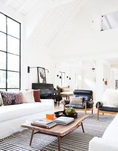 What a lovely Sunday morning. The sun is shining so brightly that one might think summer is on in all respects. I wonder how the Scandinavian interior would look like if spiced up a bit with boho details? Beautiful, exotic, with hints of earthy and natural