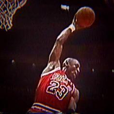 Basketball Discover Michael Jordan Is The Smooth Operator le professeur doin work Michael Jordan Pictures, Michael Jordan Photos, Michael Jordan Basketball, Basketball Players, Jordan 23, Basketball Hoop, College Basketball, Michael Jordan Highlights, Jordan Logo