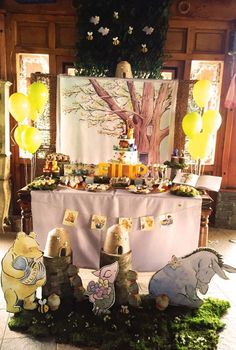 WINNIE THE POOH Classic Winnie the pooh party Winnie the pooh cake, Winnie cup cakes, hunny cake pops, honey, hunny mini cup cakes. Sweet table decoration for classic Winnie the pooh theme. Classic Winnie the pooh background