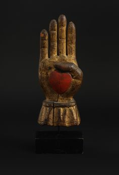 "INDEPENDENT ORDER OF ODD FELLOWS HEART IN HAND STAFF FINIAL/ Artist unidentified, United States, 1830–1870, paint and gold leaf on wood, 12 3/4 x 4 1/2 x 2 3/4"", collection American Folk Art Museum, New York, gift of Kendra and Allan Daniel, 2015.1.69. Photo by José Andrés Ramírez"