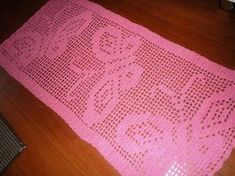 Tatiana Justiniano's media content and analytics Filet Crochet, Crochet Doilies, Crochet Lace, Knitting Patterns, Sewing Patterns, Crochet Patterns, Crochet Numbers, Shabby Chic Flowers, Crochet Table Runner