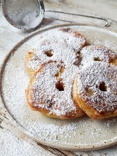 Appelringpannenkoeken – Roeckie's World Dutch Recipes, Apple Recipes, Baking Recipes, Beignets, Great Desserts, Dessert Recipes, Feel Good Food, Happy Foods, Breakfast Dessert