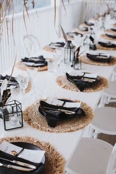All Details You Need to Know About Home Decoration - Modern White Table Settings, Wedding Table Settings, Dinner Table Settings, Setting Table, Place Settings, Diner Table, Deco Table Noel, Table Setting Inspiration, Table Set Up