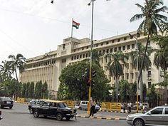 Bandeira da Índia – O Edifício Mantralaya, sede administrativa estadual, onde ao fundo é possível observar a maior bandeira da Índia em Bombaim, Maharashtra.