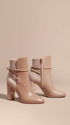 Ankle boots de camurça e couro com detalhe de tira fivelada   Burberry
