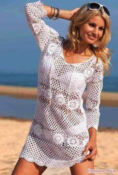 Прекрасное пляжное платье связанно из продольных полос. Чередование полос из круглых мотивов и сетчатого узора делают его интересным. Горловина на завязке(крупно) Узор крупно.