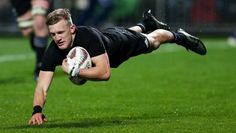 Damian McKenzie Photos Photos: New Zealand v Argentina - The Rugby Championship All Blacks Rugby Team, New Zealand Rugby, Super Rugby, Rugby Players, The Past, Abs, Running, Earth, Drawing
