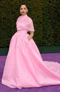 A gorgeous confection of pink silks on Naomi Scott, wearing Brandon Maxwell. Pink Gowns, Pink Dress, Celebrity Dresses, Celebrity Style, Elie Saab Dresses, Naomi Scott, Glamour, Queen, Pink Outfits