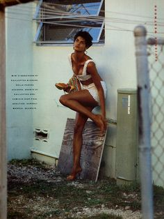 Photo: Isabeli Fontana in Vogue Paris June/July 2011 (photography: Mert Alas & Marcus Piggott, styling: Emmanuelle Alt); Linda Evangelista in Vogue Italia February 1989 (photography: Steven Meisel). Vogue Editorial, Editorial Fashion, Summer Editorial, Steven Meisel, Linda Evangelista, Cindy Crawford, Vogue Paris, Édito Vogue, Trendy Fashion