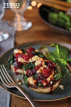 Stuffed with melting Wensleydale cheese, spinach and tangy cranberry sauce, these baked stuffed mushrooms are also gently spiced with nutmeg for a flavour-packed veggie starter, guaranteed to impress all your guests round the table this Christmas. Christmas Dinner Starters, Veggie Christmas, Xmas Dinner, Xmas Food, Christmas Cooking, Xmas Starters, Christmas Foods, Veggie Recipes, Vegetarian Recipes