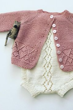 45 Easy Design Ideas, Learn How To Create Free Baby Clothes New 2019 - Page 29 of 45 - clear crochet Crochet Clothes For Women, Knitted Baby Clothes, Baby Booties Knitting Pattern, Kids Knitting Patterns, Free Knitting, Baby Outfits, Crochet Bebe, Free Crochet, Crochet Pattern