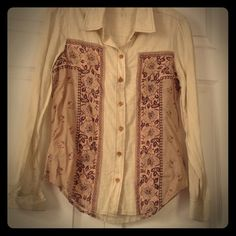 Free People Shirt, sz xs, new without tag Cotton cream colored shirt with mauve and plum inset sides, never worn, xs Free People Tops Button Down Shirts