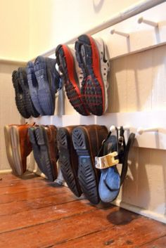 ziztahs Top 10 ideas on how to make a DIY shoe rack - Craft Coral # coral Hanging Shoe Storage, Diy Shoe Storage, Diy Shoe Rack, Storage Ideas, Shoe Racks, Extra Storage, Smart Storage, Food Storage, Storage Solutions