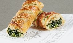 Spinach and mozzarella stromboli Spinach Bread, Spinach Rolls, Spinach And Cheese, Copycat Recipes, New Recipes, Cooking Recipes, Cooking Ideas, Yummy Recipes, Gourmet