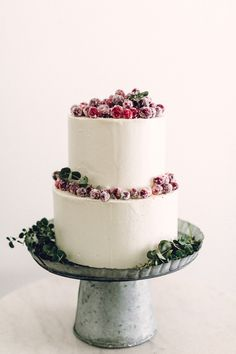 cranberry topped wedding cake | image via: 100 layer cake