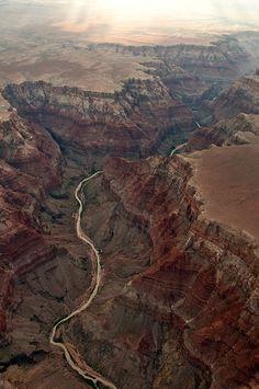The American Nile - Colorado River winding through the Grand Canyon - Interactive Info Site