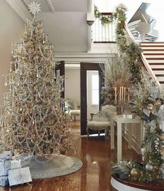 HOLIDAY DECOR IN MIXED METALLICS