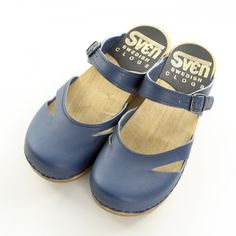 Sven Original clogs are hand-crafted and made from the highest quality materials. Sven clogs are available in a wide range of styles, colors and leathers. Clogs Designed for Comfort, fun, Style and Wear-Ability. Clogs Shoes, Sock Shoes, Cute Shoes, Me Too Shoes, Shoe Boots, Shoes Sandals, Shoe Bag, Comfy Shoes, Comfortable Shoes