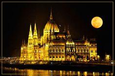 'Budapest bei Nacht' von Dirk h. Wendt bei artflakes.com als Poster oder Kunstdruck $18.03