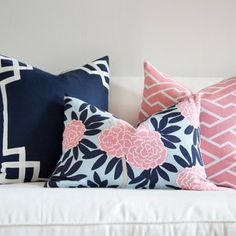 Juneberry Lane: Love the mitered square pattern on the navy pillow. High contrast