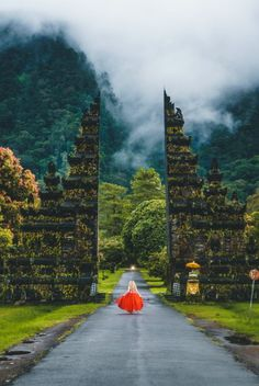I have had a love affair with Bali since my first trip. No matter where I travel in the world, I always end up back on the Island of Bali. This is 10 reasons why Bali should be your next holiday destination. Bali Travel Guide, Travel List, Asia Travel, Travel Checklist, Travel Info, Travel Ideas, Voyage Bali, Destination Voyage, Places To Travel