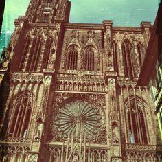 """""""cathédrale de Strasbourg"""" Alsace, France;  Building starting in 1176, ended in 1439. Début de construction 1176  Fin de construction 1439"""