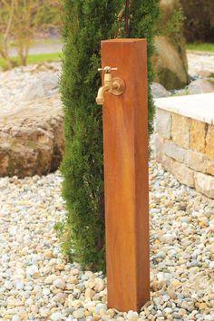 Garten Wasser Zapfstelle Cordon aus Cortenstahl - Hersteller: BRUNNENSCHMIEDE Hier gehts zum Shopangebot: http://brunnenkönig.de/de/wasserspiele-/-technik-sets-/-led-beleuchtung/gartenbrunnen-/-wasserspiel-kpl.-sets/wasserspielset-ab-1000/zapfstelle-cordon-inkl-wasserhahn-100-cortenstahl-wasserstelle-gartenbrunnen