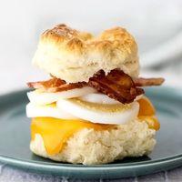 朝食の新定番に♪ サクッホロッの【ビスケットサンド】はいかが?
