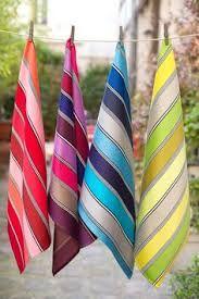 Résultats de recherche d'images pour « tissage linge a vaisselle » Weaving Designs, Weaving Projects, Weaving Patterns, Loom Weaving, Hand Weaving, Hand Towels, Tea Towels, Gray Painted Walls, Textiles
