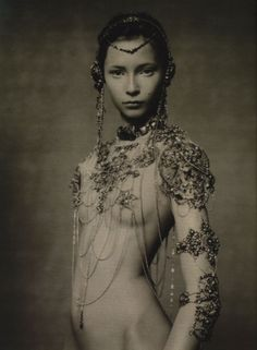 The-Poetic-Spirit-Vogue-Italia-by-Paolo-Roversi-September-2003