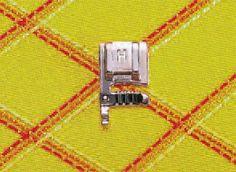 Create intrecci e decorazioni personalizzate. Semplicemente sistemate uno o più cordoncini nel piedino e cuciteli adagiandoli sul tessuto, oppure eseguite uno zig-zag sopra ad un cordoncino per arricciare tessuti pesanti. Usb Flash Drive, Usb Drive