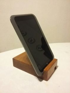 Mobile and Tablet stand. Can be turned upside down for horizontal position or larger tablets. Woodworking project homemade. Can hold small books, pictures and slim frames. Made in pine and stained with varnish  hobbycarpinteria.blogspot.mx