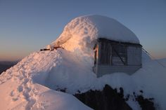 Winter conditions at the fire lookout on the summit of three fingers. WA