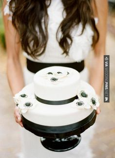 Wow - Black & White Wedding Cake - Winter Wedding in Sedona.  Photography by | CHECK OUT MORE GREAT BLACK AND WHITE WEDDING IDEAS AT WEDDINGPINS.NET | #weddings #wedding #blackandwhitewedding #blackandwhiteweddingphotos #events #forweddings #iloveweddings #blackandwhite #romance #vintage #blackwedding #planners #whitewedding #ceremonyphotos #weddingphotos #weddingpictures