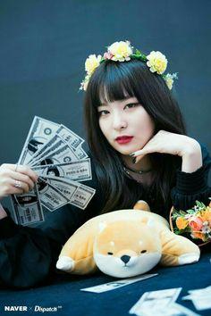 Happy birthday to the lovely Kang Seul Gi (Seulgi). Lead vocalist, main dancer, and my bias for Red Velvet. Kpop Girl Groups, Korean Girl Groups, Kpop Girls, Asian Music Awards, Park Sooyoung, Snsd, Kang Seulgi, Red Velvet Seulgi, Color Rosa